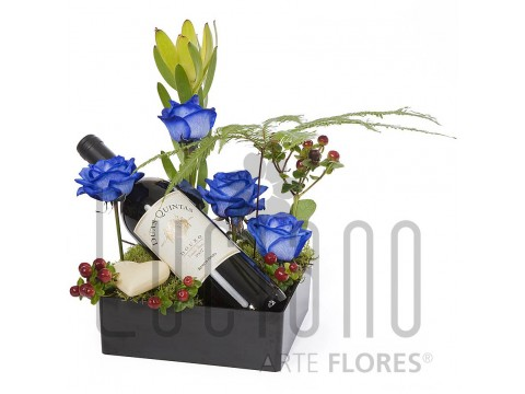 Arranjo de Flores, Vinho e Chocolate